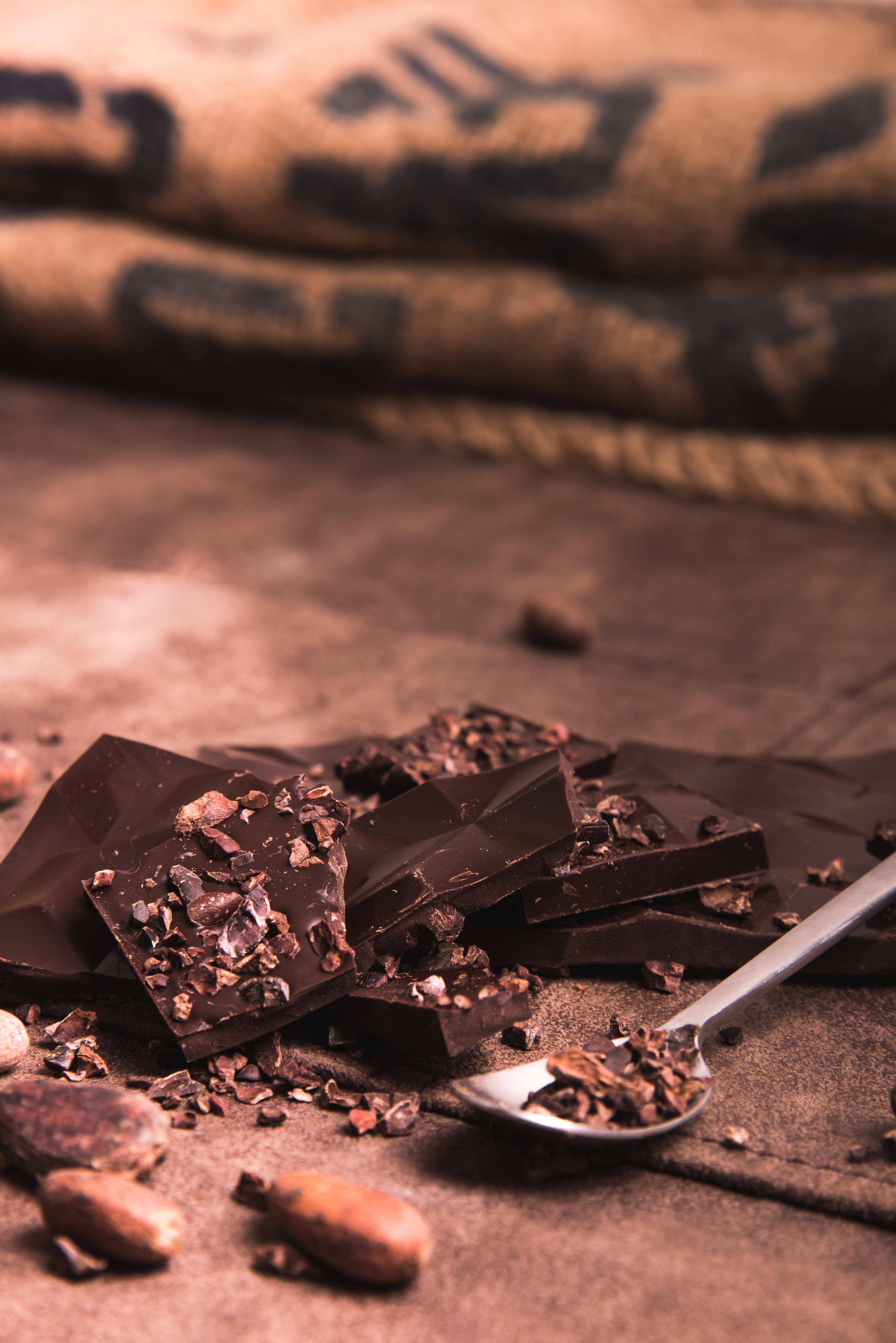 Chocolat Noir Millésime – Nougatine Pistache 65%